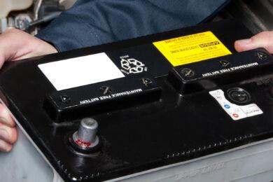Udskiftning af bilbatteri